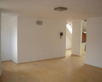 Svetlý 2i byt, 65m2, nezariadený, výborná lokalita
