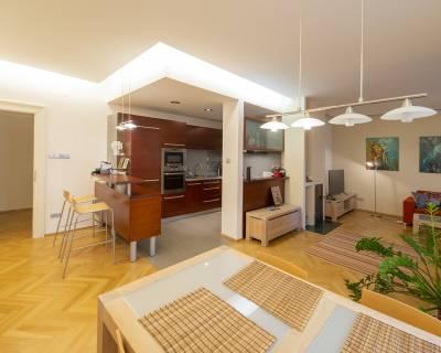 Svetlý 3i byt, 90 m2, zariadený, s krbom, v centre mesta