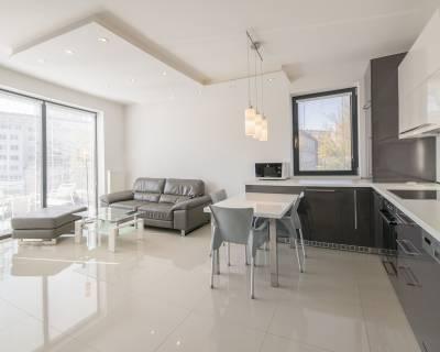 Moderný, príjemný 2i byt, 51 m2, zariadený, parkovanie, s terasou