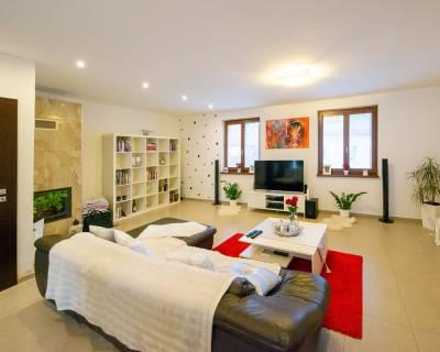 Príjemný 3i byt, 90m2, zariadený, parkovanie