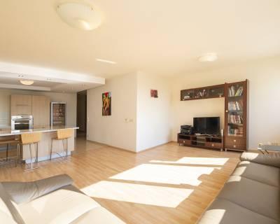Úžasný 4i byt, 137 m2, zariadený, parkovanie, 2 x balkón