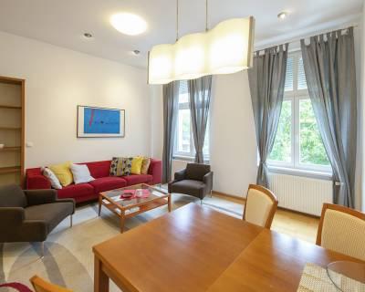 Priestranný 2i byt, 77 m2, zariadený, parkovanie, klimatizácia