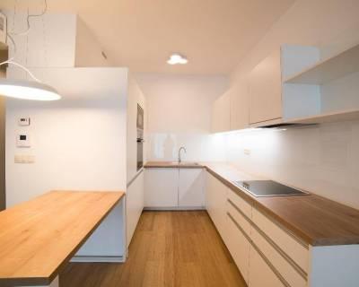 Svetlý 3i byt, 76 m2, nezariadený, lodžia, Panorama City