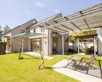 Nádherný, slnečný 5i RD, 240 m2, s rozľahlou záhradou 2300 m2, Borinka