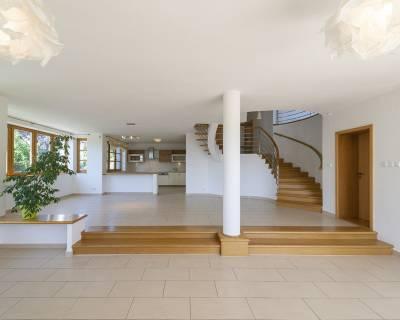 Krásny 8i RD, 550 m2, nezariadený, s výhľadom na Bratislavu