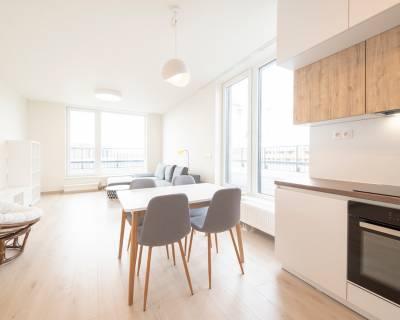 Krásny, slnečný 4i byt, 93m2, zariadený, terasa, parkovanie