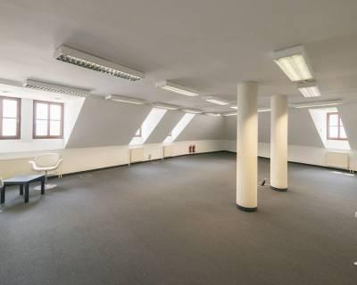 Podkrovné kancelárie 162m2 pod Hradom, parkovanie, skvelá lokalita