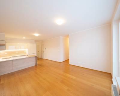 Nadštandardný 3i byt,75m2, nezariadený, parkovanie,  Machnáč