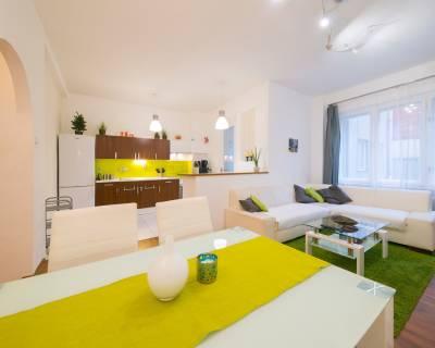 Priestranný, svetlý 2i byt, 60m2, zariadený, pri Dunaji