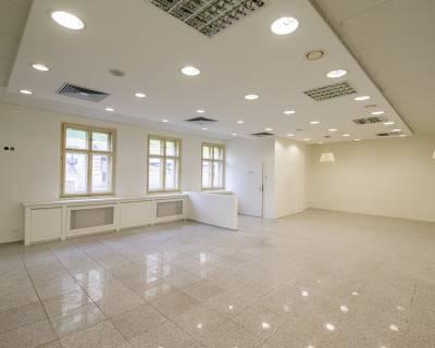 Reprezentatívne obchodné priestory, 212 m2, pri pešej zóne