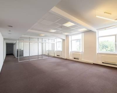 Kancelárske priestory 275 m2, 8 miestností, nezariadené, parkovanie