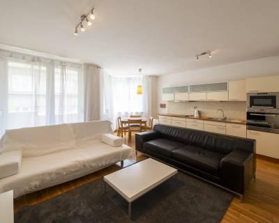 Slnečný 2i byt,70 m2,zariadený,balkón a parking,výborná lokalita