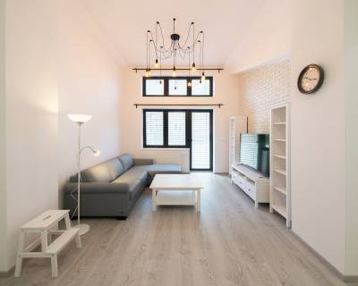 REZERVOVANÉ 2i byt, 60 m2, zariadený, klimatizácia, balkón, parkovanie