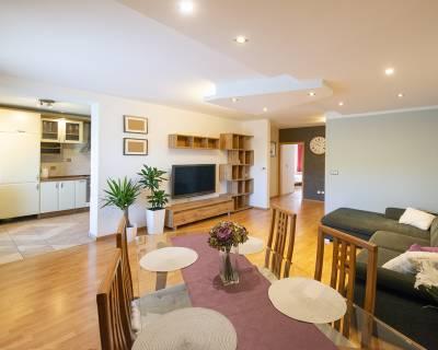 Krásny 3i byt, 95 m2, zariadený, s terasou, garáž