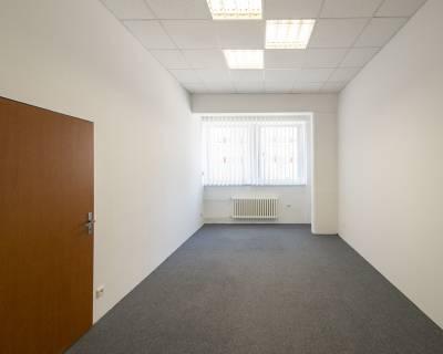 Kancelárske priestory, 20 m2, v polyfunkčnej budove, parkovanie
