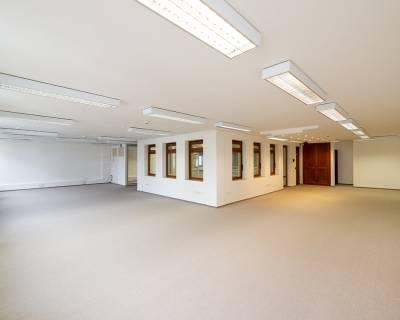 Krásne kancelárske priestory, 90m2, nezariadené, parkovanie