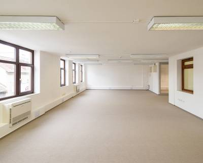 Krásne kancelárske priestory, 140m2, nezariadené, parkovanie