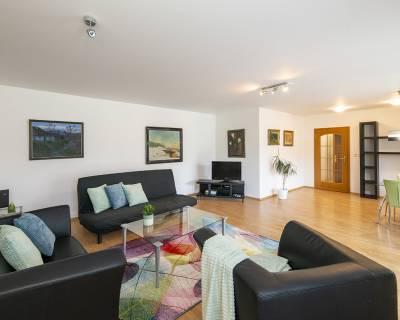Veľkometrážny, slnečný 2i byt, 93,9 m2, zariadený s balkónom