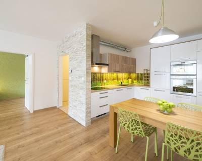 PREDANÉ: Výnimočný 2i byt,61 m2, terasa, pod lesom, Na barine
