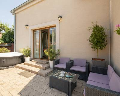 Rodinný dom 5 izb, dvogeneračný, 182 m2 upravená záhradka, Vajnory
