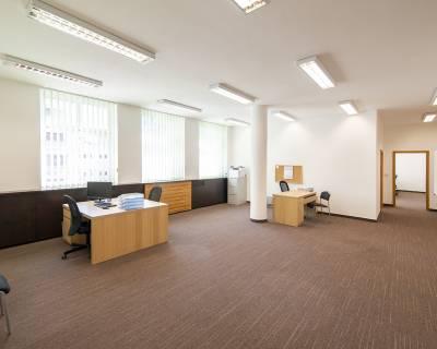 Skvelé kancelárske priestory, 194m2, nezariadené, parkovanie, centrum