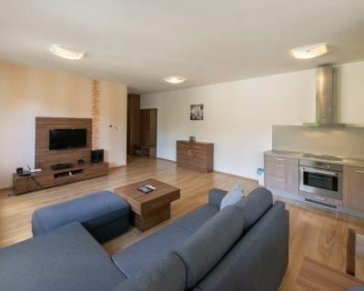 Investičný 2i byt, 62 m2, zariadený, s lodžiou, v centre mesta