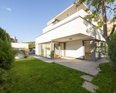 Moderný, krásny 5i dom, 240m2, terasy, garáž, sauna, Horský park