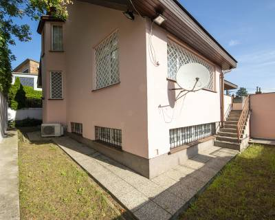 Pekný 6i dom, 216m2, zariadený, parkovanie, v peknom prostredí