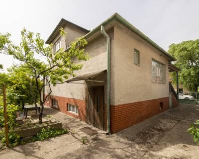 NOVÁ CENA starší RD na rekonštrukciu 289m2, pri Hlavnej, 495m2 pozemok