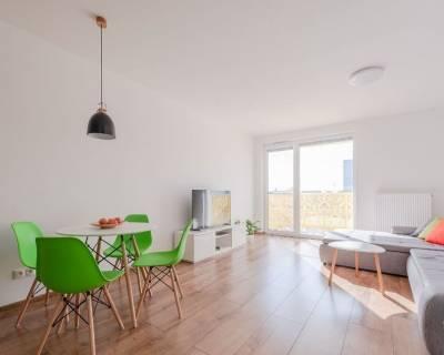 Krásny, slnečný 2i byt, 60m2, zariadený, parkovanie, balkón