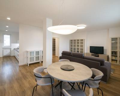 REZERVOVANÉ Elegantný, svetlý 3i byt, 90m2, úžasná terasa, pri Modrom