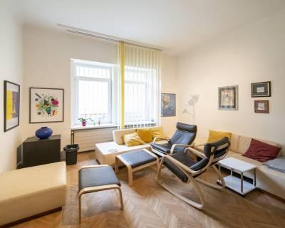 Veľkometrážny, zariadený 2i byt, 94m2, zimná záhrada, výborná lokalita