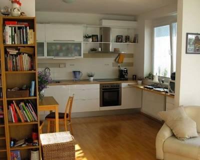 Slnečný 2i byt, 63m2, zariadený, klimatizácia, v peknom prostredí