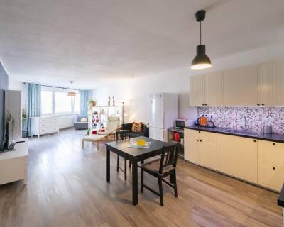 Veľkometrážny, príjemný 2i byt, 78m2, balkón, petfriendly