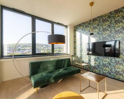 Jedinečný dizajnový 2i byt s výhľadom, 47m2 + 5,90m2 lodžia, zariadený